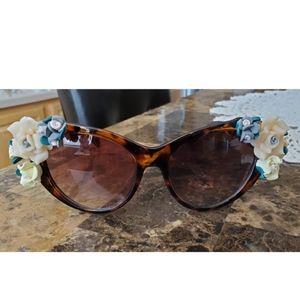 Retro Tortoise Shell Floral Sunglasses